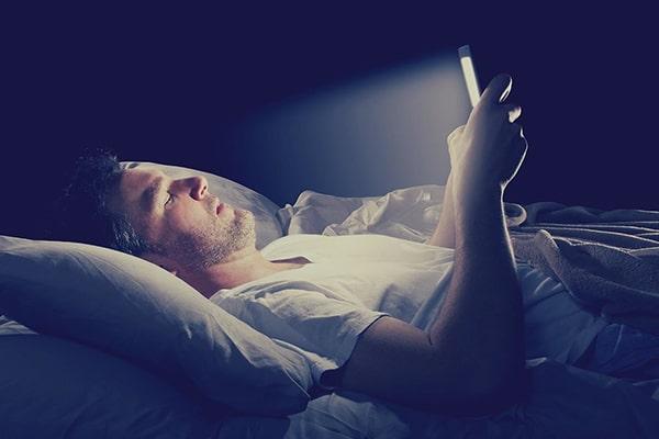 استفاده از لوازم الکترونیکی قبل از خواب