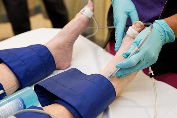 آنژیوگرافی قلب از طریق پا چیست؟