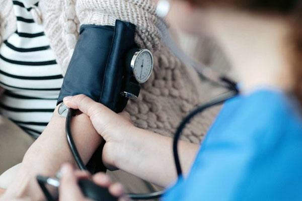 چه چیزهایی فشار خون را بالا میبرند