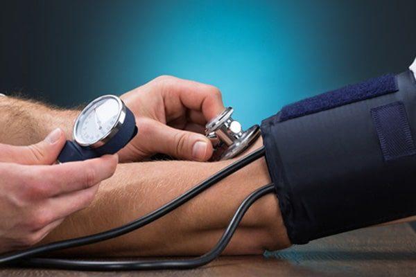 آیا پایین آوردن فشار خون اورژانسی خطرناک است؟